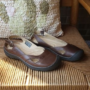 Keen slip ons, size 7